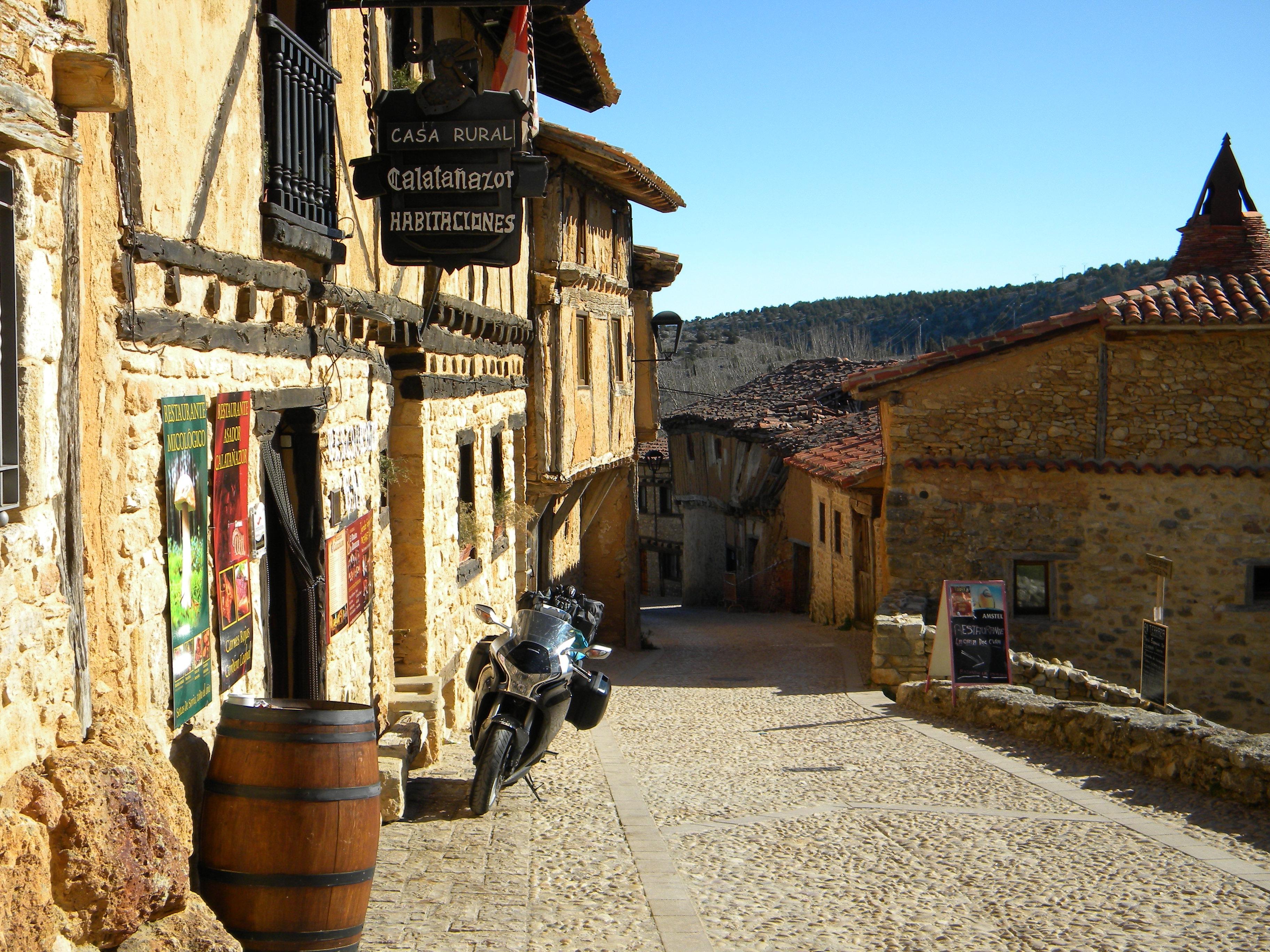9 Taverna
